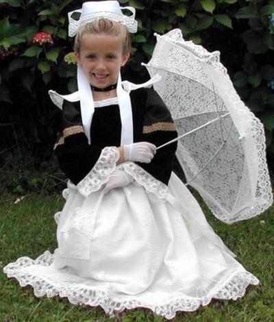 Jolies bretonnes  ...  en costume traditionnel  !