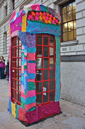 Le Yarn Bombing    ...   C'est l'Art Urbain du Tricot  !