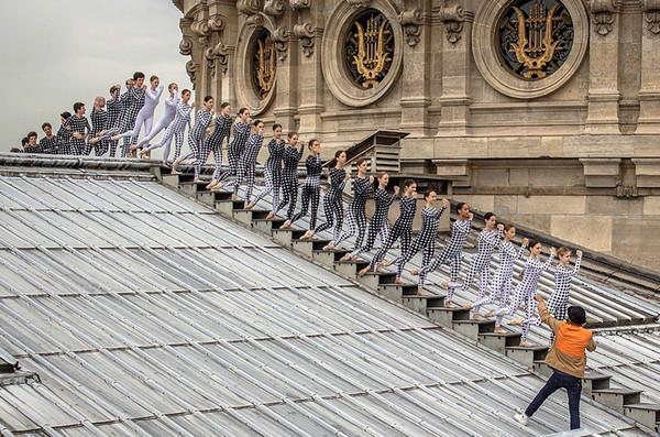 Chorégraphie sur les toits de l'Opéra Garnier   ...