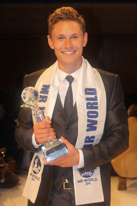 Le plus bel homme du monde  ...  est Danois  !