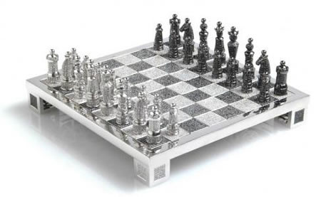 "Echecs ""Royal Diamond Chess""  ...  Valeur 224.000 dollars !"