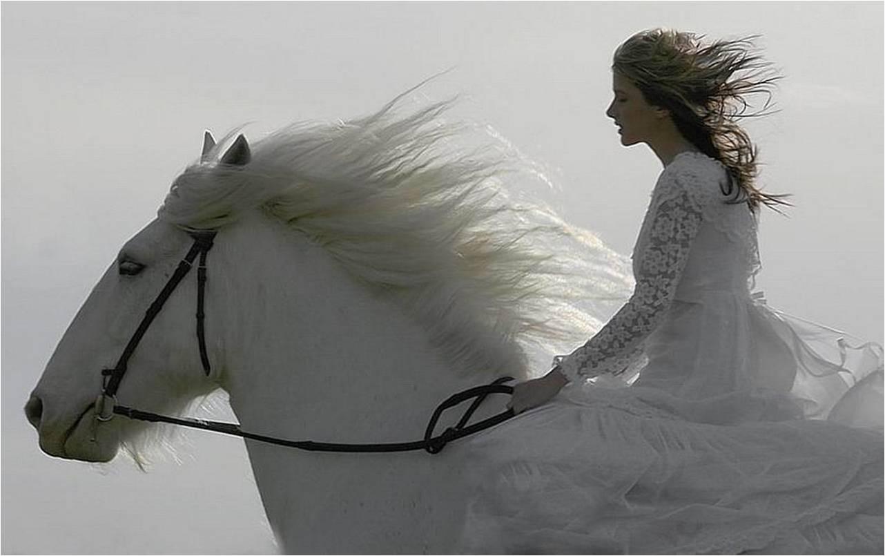 снится знакомая в белом платье и